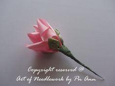 Делаем цветы из атласных лент фото #7