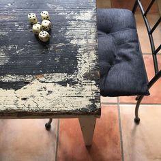 #dicegame #kitchen #table #rustic #interior #stilllife #oldwood #jazzy #deco #floortiles #pelihetki #pöytä #rustiikki #sisustus by tuolinpatina