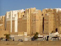 Em Shibam, no Iêmen, a partir de uma mistura de argila, barro, areia e água, os…