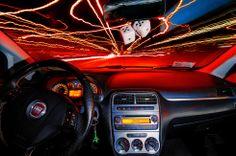 Nächtliches Lichtermeer und Farbvielfalt im Fiat mit den neuen Scheinwerferlampen ColorVision von Philips!  #philipscolorvision