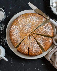 Lagani biskvit kolač s maslinovim uljem i narančom Olive Oil Cake, Cake Flour, Almond Flour, I Foods, Baking Soda, Food And Drink, Pie, Bread, Cooking