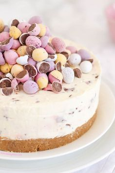 This easiest ever No Bake Mini Egg Cheesecake is packed with Easter chocolate treats. A must make dessert even for non bakers!