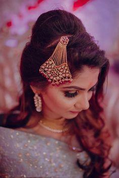 Indian wedding maang tikka for bride Bridal Photography, Photography Poses, Lehenga Wedding, Lehenga Saree, Wedding Preparation, Mehendi, Photo Jewelry, Real Weddings, Indian