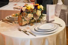 Aranjament Romantica Catering, Table Settings, Table Decorations, Furniture, Home Decor, Decoration Home, Room Decor, Gastronomia, Place Settings
