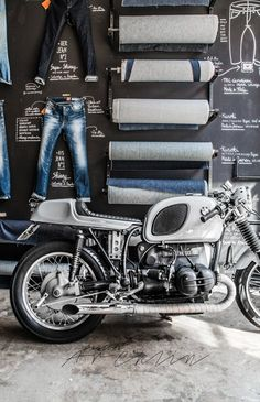 Love the idea of this wall in Good Genes store in Amsterdam--the written out details about the jeans, the bolts of denim, and, of course, the motorcycle! Bmw Boxer, Retail Windows, Store Windows, Display Design, Store Design, Design Design, Denim Display, Design Boutique, Foto Picture