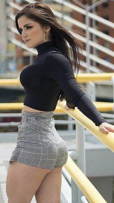 Sexy Hot Girls, Short Girls, Classy Women, Sexy Women, Sexy Outfits, Cute Outfits, Colombian Girls, Looks Pinterest, Girls In Mini Skirts