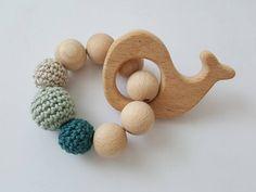 Holzspielzeug - Greifling Beißring Baby-Spielzeug Wal - ein Designerstück von SchildkroetenMami bei DaWanda
