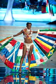 Miss Universe National Costume 2012: Canada's contribution. thanks to Tomandlorenzo.com