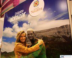 Ana Beriáin, presidenta de @hostnavarra abrazada al paisaje de #Navarra @turismonavarra #NavarraFitur2013