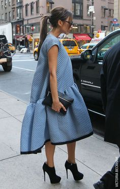 BAGGY-CON  When Victoria Beckham hit the streets of New York wearing the 'cake dress', women sighed with relief whilst waving goodbye to body-con. Read more on VERO MODA Style Notes  #VEROMODA #StyleNotes @Veronica MODA