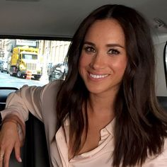 Meghan, Duchess of Sussex. Meghan Markle -FANS PAGE- Run by fans Meghan Markle Suits, Meghan Markle Hair, Meghan Markle Style, The Tig Meghan Markle, Kate And Pippa, Kate And Meghan, Meghan Markle Instagram, Donna Paulsen, Jessica Pearson