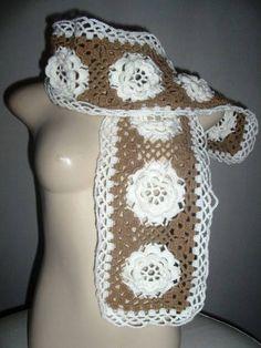 Cachecol feito em crochet com fio fino e super macio , antialérgico e leve.