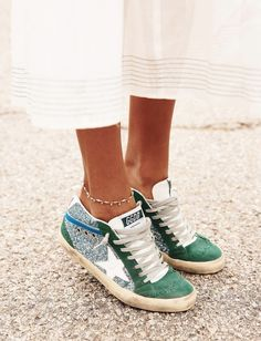 Robe blanche romantique + baskets glitter = le bon mix (photo Sincerely Jules), I love these Golden Goose green suede sneakers, sneakers lover, love wearing sneakers, green suede and silver glitter sneakers Sneaker Outfits, Sneakers Outfit Summer, Green Sneakers, Girls Sneakers, Converse Sneakers, Summer Outfits, Suede Sneakers, Dress Summer, Summer Shoes