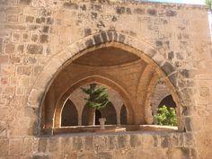 De fontein in het midden van het klooster van Ayia Napa