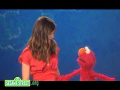 Pin for Later: Sesame Street Cameos to Make You Feel Like a Kid Again Jennifer Garner, 2010 Jennifer Garner and Elmo show off their most effective stretches in this sweet clip.