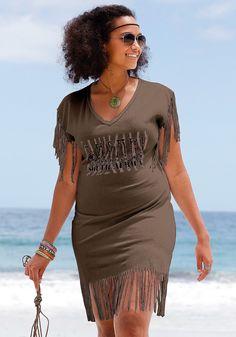 Das angesagte Fransen-Longshirt von Beachtime eignet sich ideal für große Größen. Die figurumspielende Form und die tollen Fransen kaschieren gekonnt kleine Problemzonen. Vorn besticht das Longshirt durch den stylischen Safari-Print und den schönen V-Ausschnitt. Trageangenehme Baumwoll-Qualität machen das Shirt zu einem Wohlfühlerlebnis. Länge ca. 78 cm. Aus 100% Baumwolle.  Marke:  Beachtime T...