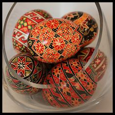 Welcome to LearnPysanky.com, also known as How to Make Ukrainian Easter eggs! I've been providing free instructions in this beautiful Eastern European art form online since 1997.  Once only made at Easter, Ukrainian Easter Eggs, or pysanky, are now made year 'round by people of varying skill levels all over the world - and they all love it! It can be very addictive!
