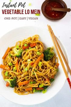 Instant Pot Vegetable Lo Mein is a quick and easy meal packed with healthy vegetables and cooked in a flavorful sauce. Made at home in only 20 minutes, you'll have this delicious Lo Mein noodles ready and on the table in less time than it takes to Instant Pot Pressure Cooker, Pressure Cooker Recipes, Pressure Cooking, Easy Lo Mein Recipe, Healthy Lo Mein Recipe, Vegan Recipes Easy, Cooking Recipes, One Pot Recipes, Meal Recipes