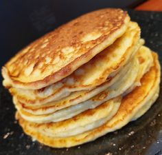lavkarbomedhanne – Kyllingsuppen som får gjestene til å si mmmmmm. Easy Egg Recipes, Other Recipes, Real Food Recipes, Cottage Cheese Smoothie, Puff Pastry Desserts, High Protein Smoothies, Sweet Butter, Norwegian Food, Dried Strawberries