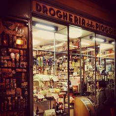 Drogheria della Pioggia Bologna Una bottega spettacolare.