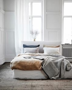 Scandinavian Bedroom Design Scandinavian style is one of the most popular styles of interior design. Although it will work in any room, especially well . Rooms Home Decor, Fall Home Decor, Home Bedroom, Bedroom Decor, Modern Bedroom, Bedroom Ideas, Minimal Bedroom, Peaceful Bedroom, Linen Bedroom