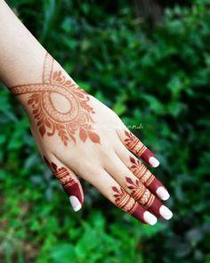 Khafif Mehndi Design, Floral Henna Designs, Latest Henna Designs, Henna Tattoo Designs Simple, Back Hand Mehndi Designs, Stylish Mehndi Designs, Henna Art Designs, Mehndi Designs For Girls, Mehndi Designs For Beginners