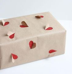 2 simple Valentine's Day gift wrapping ideas - DIY Gifts Simple Ideen Valentines Bricolage, Be My Valentine, Valentine Day Gifts, Homemade Valentines, Valentine Gifts For Girlfriend, Creative Gift Wrapping, Creative Gifts, Wrapping Gifts, Gift Wrapping Ideas For Birthdays