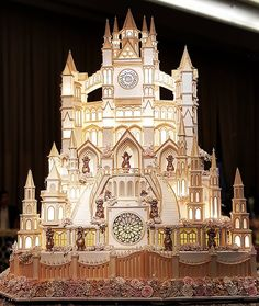 How to Make a Castle Cake - Cake Decorating Tutorials - Cake Decorating Tutorials Extravagant Wedding Cakes, Unusual Wedding Cakes, Big Wedding Cakes, Luxury Wedding Cake, Amazing Wedding Cakes, Wedding Cake Rustic, Elegant Wedding Cakes, Wedding Cake Designs, Amazing Cakes