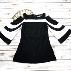 Boston Proper Black White Travel Colorblock Cold Shoulder Top - Size XS #BostonProper #ColdShoulder Baby Girl Party Dresses, Plus Size Kleidung, Shirt Skirt, Types Of Fashion Styles, Blouse Designs, Latest Fashion Trends, Beautiful Outfits, Plus Size Outfits, Shirt Style