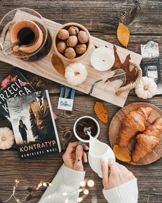My hygge time. Oh my I just these moments. In early October p Flat Lay Photography, Book Photography, Winter Photography, Tableaux D'inspiration, Autumn Aesthetic, Brown Aesthetic, Autumn Cozy, Autumn Inspiration, Fall Halloween