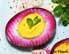 Różowe jajka Avocado Egg, Panna Cotta, Eggs, Easter, Baking, Breakfast, Ethnic Recipes, Morning Coffee, Dulce De Leche