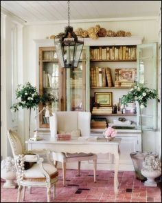 Decorate Your Room With Shabby Chic Home Decor Modern Shabby Chic Home Office. shabby chic home decor Bureau Shabby Chic, Estilo Shabby Chic, Shabby Chic Furniture, Furniture Vintage, Country Furniture, Distressed Furniture, Handmade Furniture, Style Cottage, Cottage Chic