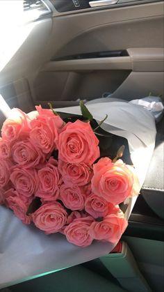 Love Rose Flower, Beautiful Bouquet Of Flowers, Beautiful Roses, Fresh Flowers, Beautiful Flowers, Beauté Blonde, Rose Flower Wallpaper, Luxury Flowers, Flower Aesthetic