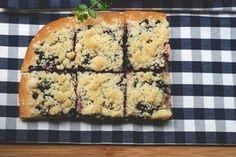 Borůvkový koláč (kynutý) s drobenkou Quiche, Banana Bread, Cheese, Baking, Breakfast, Cake, Food, Projects, Sheet Metal