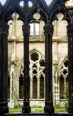Claustro de la Catedral de Oviedo. Asturias.: