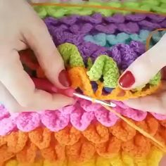 Crochet lesson series You are in the right place about crochet bufanda Here we offer you the most beautiful pictures about the crochet tutorial. Crochet Geek, Knit Or Crochet, Crochet Crafts, Crochet Baby, Crochet Projects, Crochet Classes, Crochet Videos, Crochet Stitches Patterns, Crochet Designs