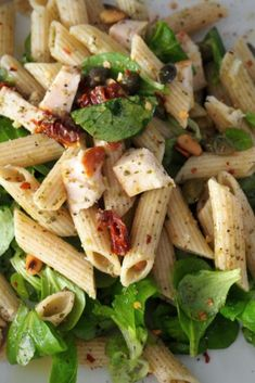 Pasta salad with pesto and smoked chicken A Food, Good Food, Food And Drink, Yummy Food, Healthy Recipes, Healthy Snacks, Pasta Recipes, Salad Recipes, Dinner Recipes