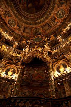 """GALLI Bibiena, Giuseppe (1696-1757) (arquitectura) Interior de la Ópera de Margravial 1744-1748 Bayreuth, Alemania"