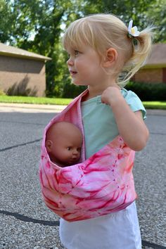 Handmade Martini: Tutorial and Free Pattern Sling/Pouch-Style Doll Carrier. I lo… Handmade Martini: Tutorial and Free Pattern Sling/Pouch-Style Doll Carrier. I love that this would be so easy for a young toddler to use Sewing Tutorials, Sewing Crafts, Sewing Projects, Sewing Ideas, Diy Projects, Sewing For Kids, Baby Sewing, Free Sewing, Doll Patterns