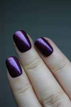 oooh i love this deep royal sparkly purple nail polish! LOVE it <3 yep yep!!!! :)