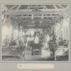 Werknemers poserend in een werkplaats van een tinonderneming te Koba, anonymous, c. 1900 - c. 1920 - Rijksmuseum