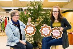 Ruth Lähdeaho-Kero ja Virve Honkanen ideoivat punkaharjulaisen joulukalenterin. Tapahtumat voi tarkistaa päivittäin pipareista, jotka roikkuvat Ruutitynnyrin tiloissa.