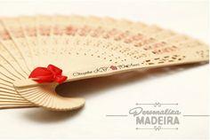 Leque personalizado para festa de aniversário  Encontre este e outros lindos produtos em www.personalizamadeira.com.br