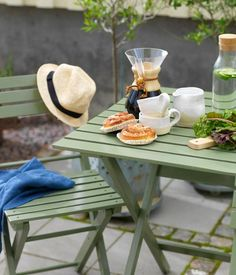 Trädgårdsmöbler målade i en grön nyans.| photo: Olof Abrahamsson | Allt i Hemmet Teak, Kitchen Appliances, Liv, Outdoor Furniture, Interior, Inspiration, Patio, Diy Kitchen Appliances, Biblical Inspiration