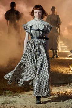 Rokh Spring 2021 Ready-to-Wear Collection - Vogue Spring Fashion Trends, Runway Fashion, Fashion News, Fashion Outfits, Dress Over Pants, Tartan Fashion, Mode Ootd, Collar Designs, Fashion Show Collection