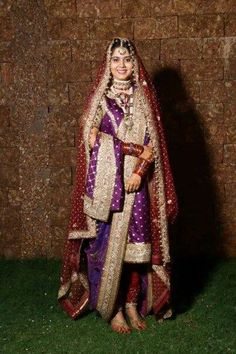 khara dupatta Bridal Outfits, Bridal Dresses, Khada Dupatta, Indian Designer Suits, Asian Bride, Fashion Articles, Pakistani Dresses, Indian Bridal, Asian Fashion