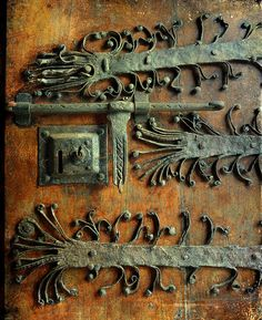 rusty door + beautiful hardware.