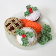 TREATS FOR SANTA AND RUDOLPH KNITTING PATTERNS On Christmas Eve, tempt Santa with a little plate of knitted goodies, including a Christmas pudding cupcake, a lattice mince pie and an iced mince pie, and of course a carrot for Rudolph too! These treats are quick to knit and don't use much yarn. TECHNIQUES: All pieces are knitted flat (back and forth) on a pair of straight knitting needles. You will need to cast on and off, knit, purl, work increases and decreases, sew seams and knit stri...