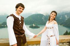 Bon conseils pour un mariage médiéval sur ce site:      http://www.plusbeaujourdemavie.com/files/Id%25C3%25A9e-de-th%25C3%25A8me-M%25C3%25A9di%25C3%25A9val.jpg
