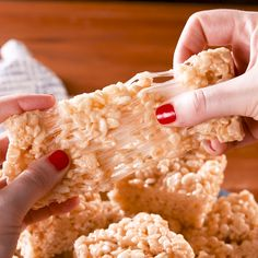 Best-Ever Rice Krispie Treats - Gute rezepte - Rice Recipes Rice Krispy Treats Recipe, Rice Crispy Treats, Krispie Treats, Rice Krispies, Fun Desserts, Delicious Desserts, Yummy Food, Tasty, Snack Recipes